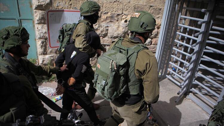 İsrail güçleri 8 Filistinliyi gözaltına aldı