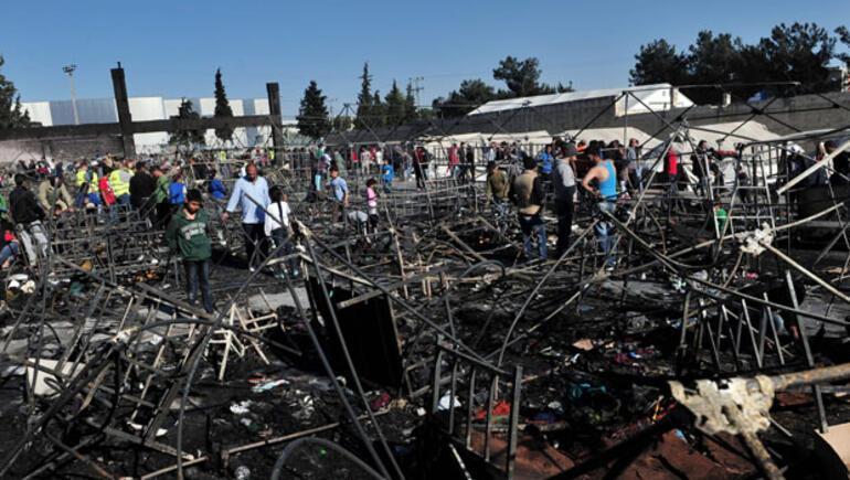 Yunanistandaki sığınmacı kampında yangın 95