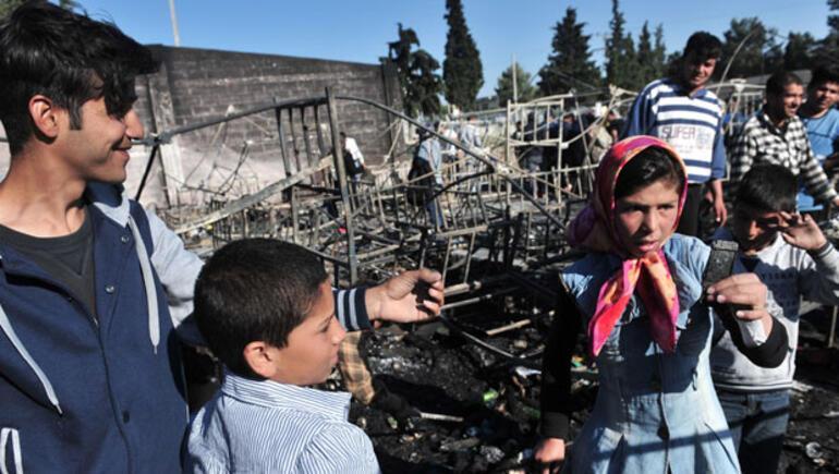 Yunanistandaki sığınmacı kampında yangın 59