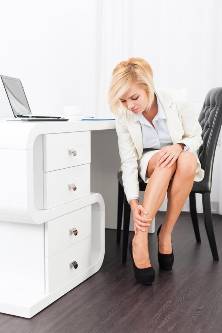 Topuklu ayakkabıyı acı çekmeden giymenin yolları