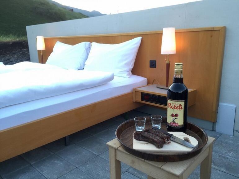 İsviçrede duvarları ve tavanı olmayan otel: Null Stern