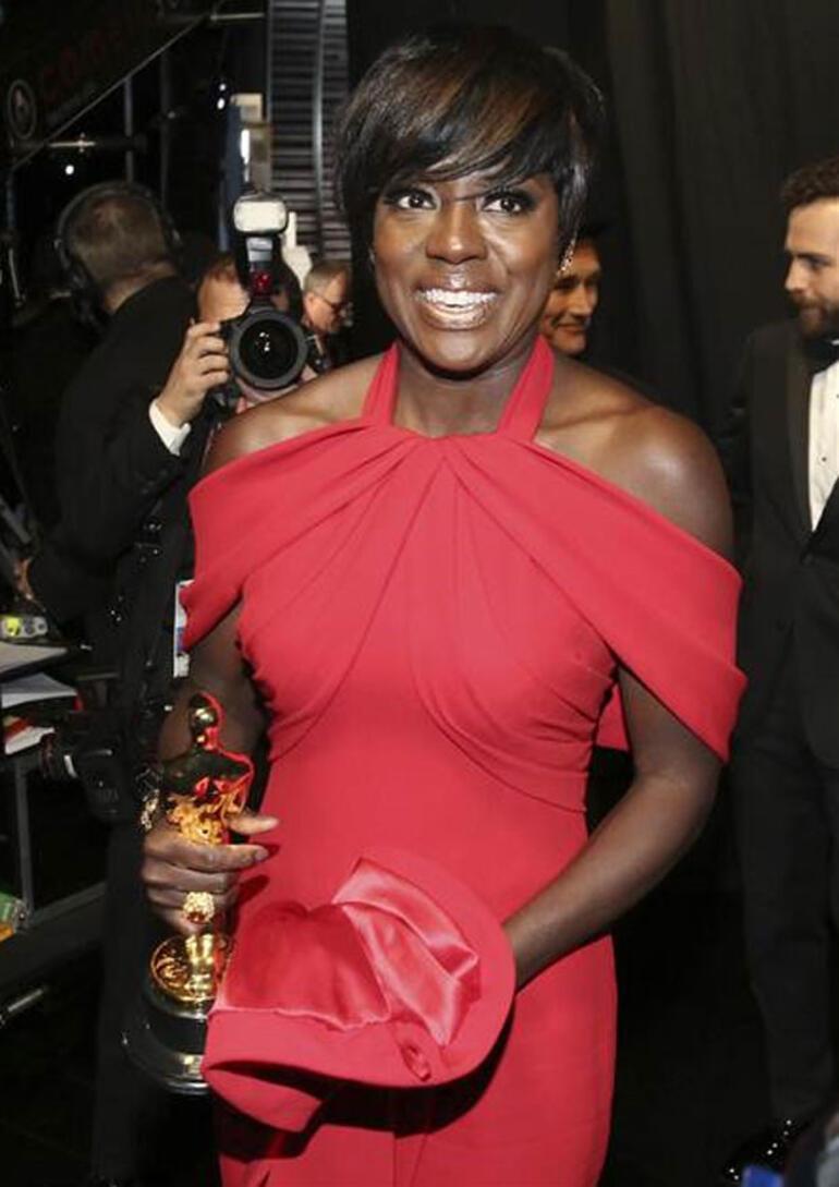 Oscar Ödüllerinde skandal... Moonlight yerine La La Land anons edilince...