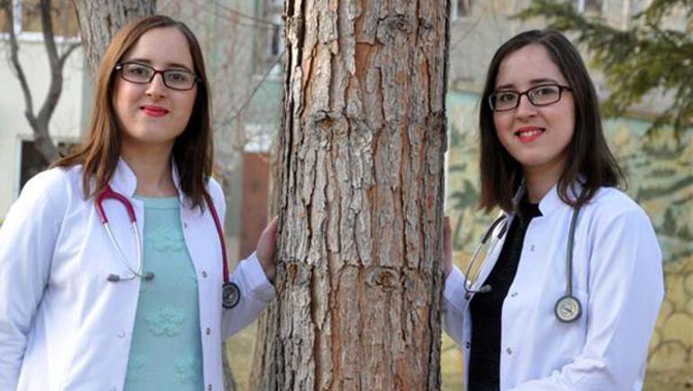 Görenleri şaşırtan ikiz doktorlar