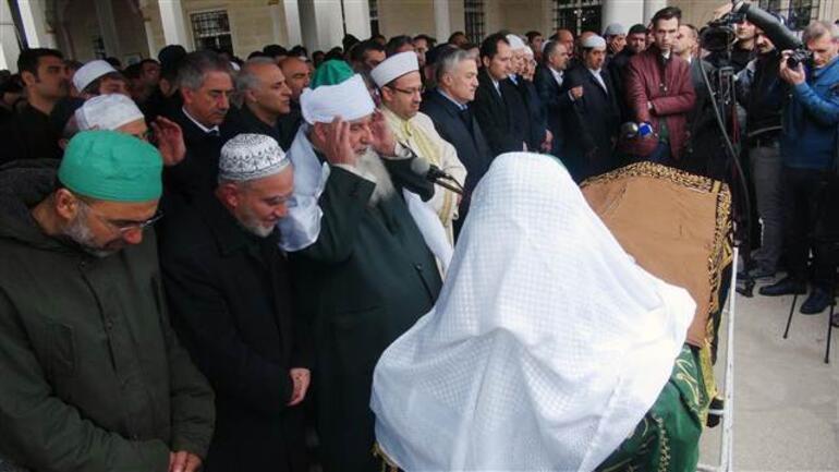 Kadiri Şeyhinin cenazesinde izdiham