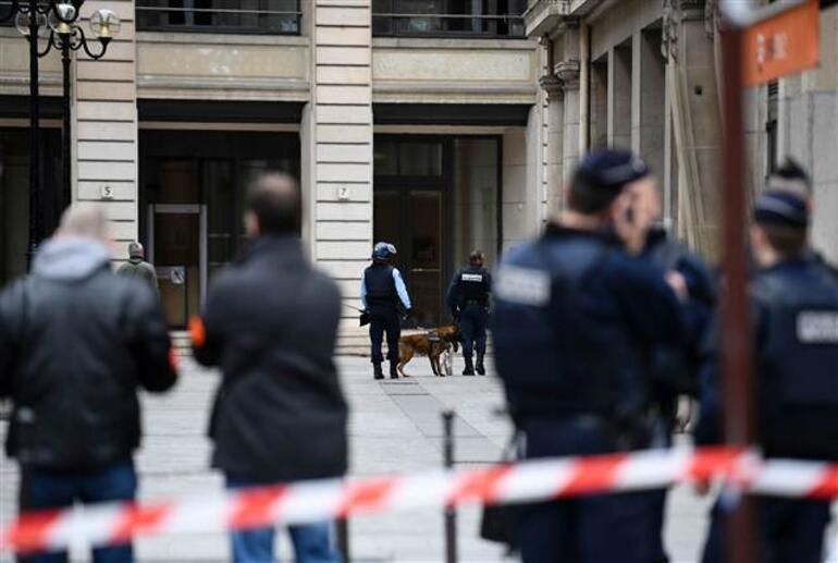 Fransada bomba paniği... Paris alarma geçti
