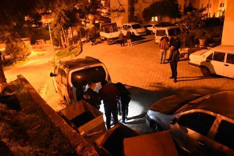 İzmirden geceyarısı gelen korkunç haber Evinde bıçaklanarak öldürüldü