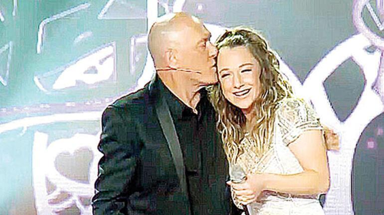 'Şarkılarınızla büyüdüm, sahnede söylemekten gurur duydum '