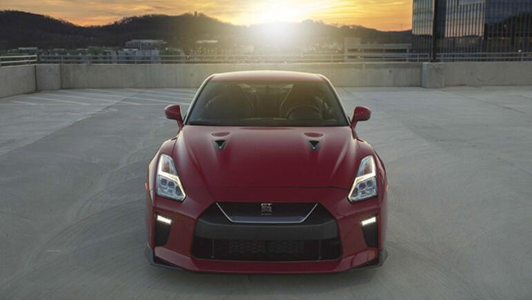 2017 Nissan GT-R ailesine yeni bir üye dahil oldu