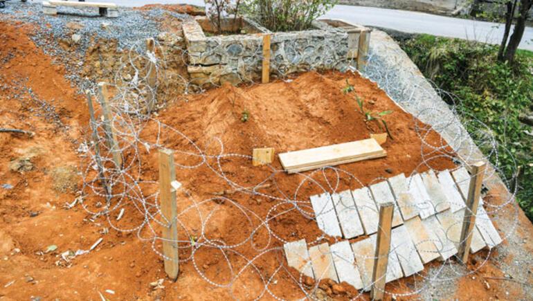 Mezara beton döküp çelik kapı ile kapattılar