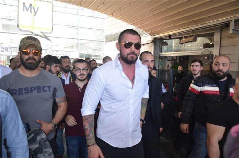Çerkez Cengiz olarak bilinen Cengiz Şıklaroğlu, cezaevine 100 araçlık konvoyla gitti