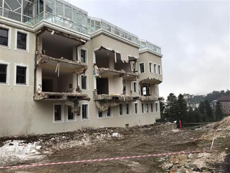 Ali Ağaoğlu'nun Uludağ'daki otelinin kaçak bölümleri yıkılıyor