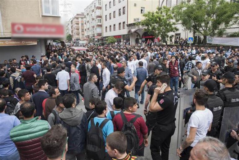 Sultangazi büyük gerilim: Bir anda yüzlerce kişi toplandı... Linç girişimi