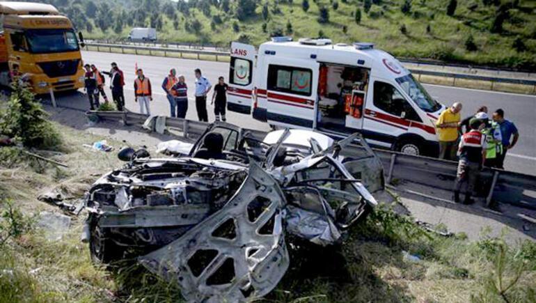 Düzcede feci kaza: 4 ölü, 1 yaralı