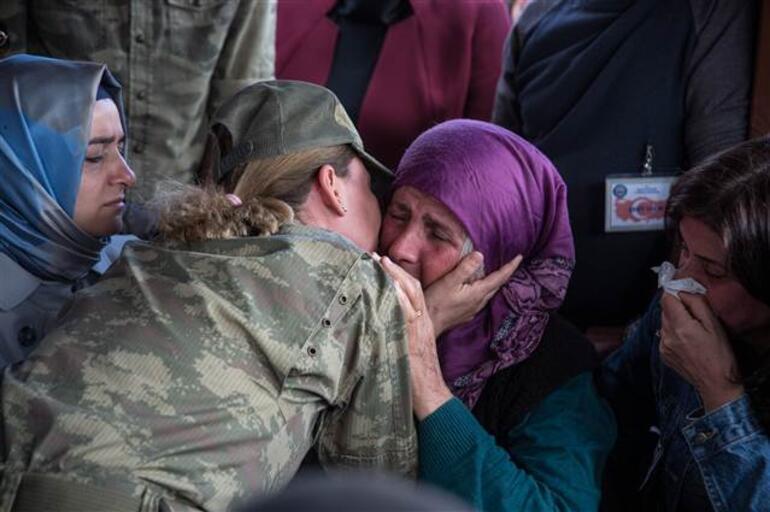 Şehide yürek yakan veda... Devreleri gözyaşlarına boğuldu