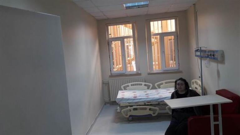 Kendini eve kitleyen Adalet Teyzeye 34 saat sonra operasyon