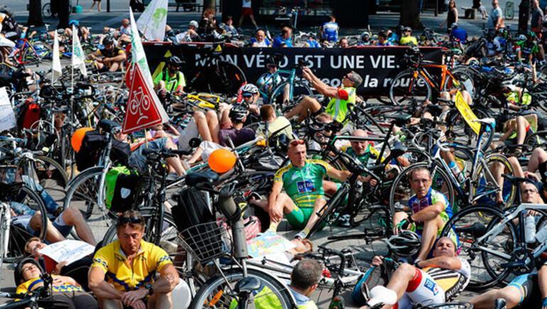 Motosikletçileri protesto ettiler