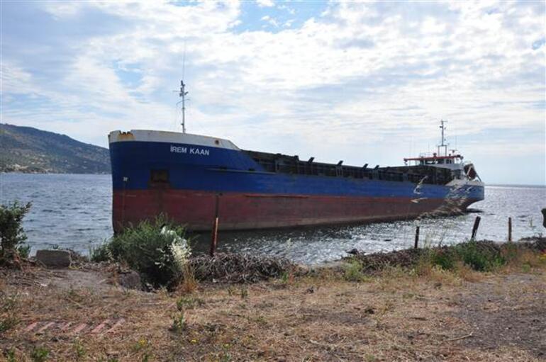 Yük gemisi plaja çıktı