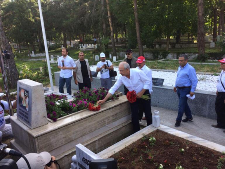 Kılıçdaroğlu, Gaffar Okkanın mezarını ziyaret etti