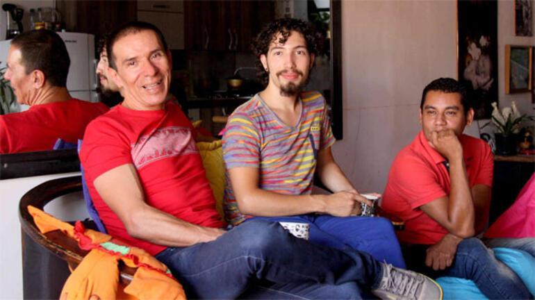 Kolombiyada üç erkeğin birbirleriyle evlenmesine onay