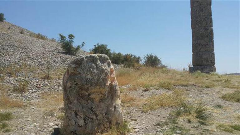 2 bin yıllık aslan heykeli tahrip edildi