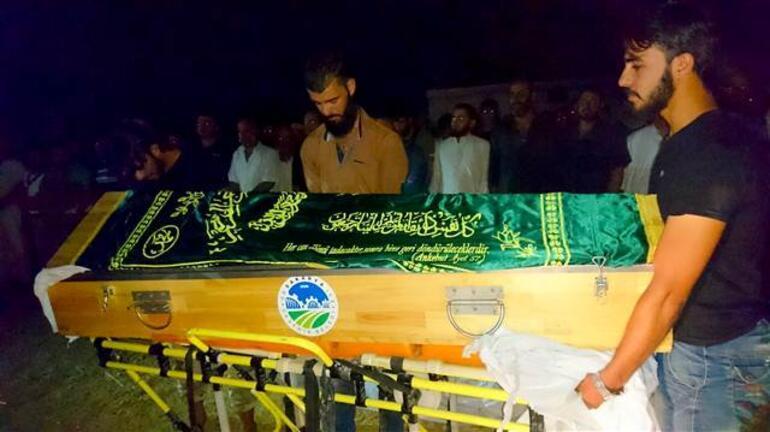 Sakaryadaki kan donduran katliamın kurbanları Suriyede toprağa verildi