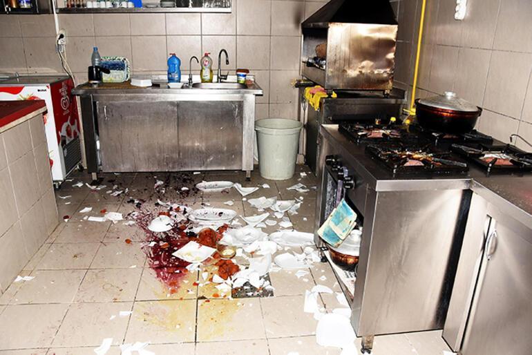 Restoranın aşçısı işten çıkarılınca... Kazmayla geldi
