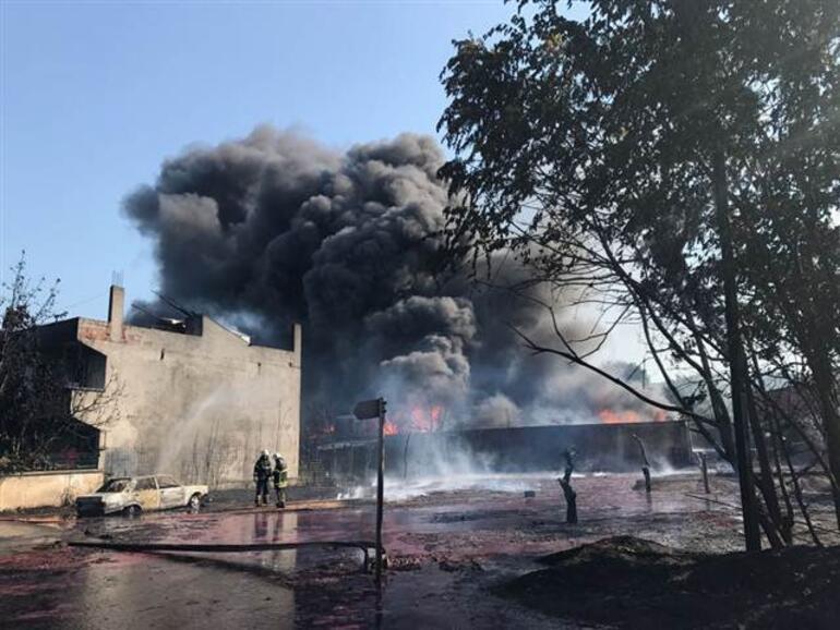 Son dakika... Bursada boya fabrikasında yangın