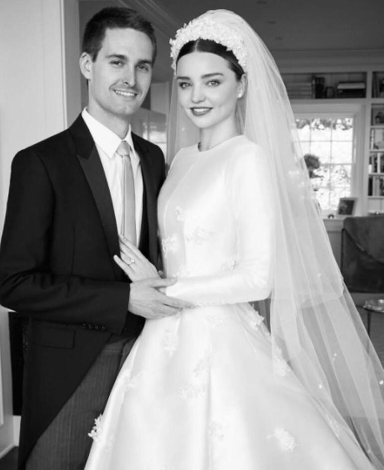 Merak edilen düğünden ilk fotoğraf geldi