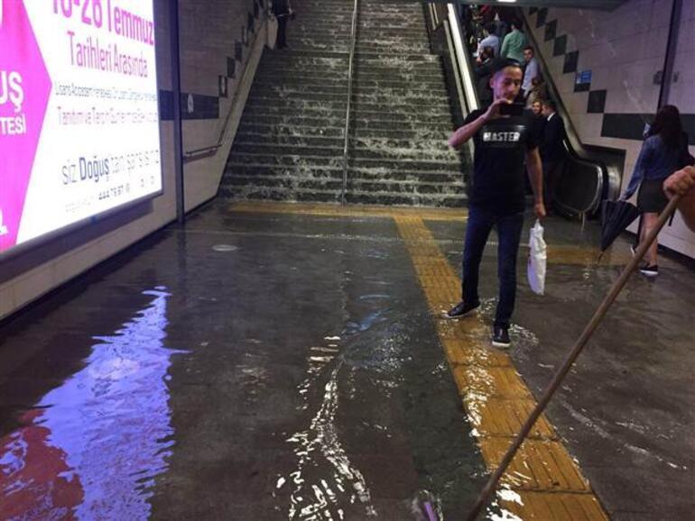 Son dakika... İstanbulda Temmuz ortasında sağanak yağmur şoku...