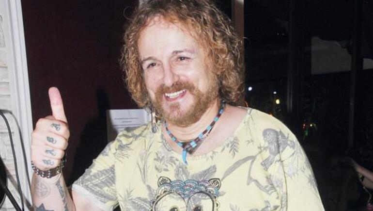 Son dakika... Şarkıcı Harun Kolçak hayatını kaybetti