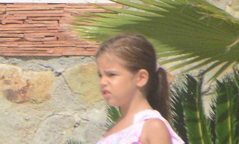 Ebru Gündeş kızıyla tatilde