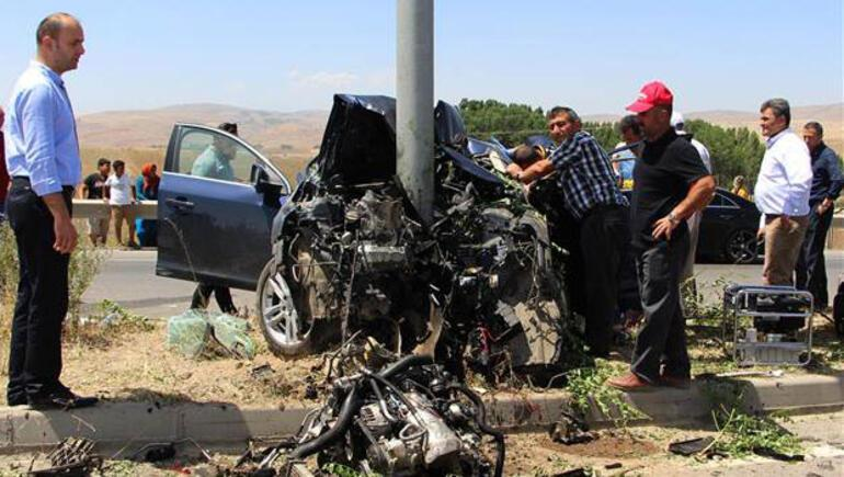 Dekan trafik kazasında hayatını kaybetti