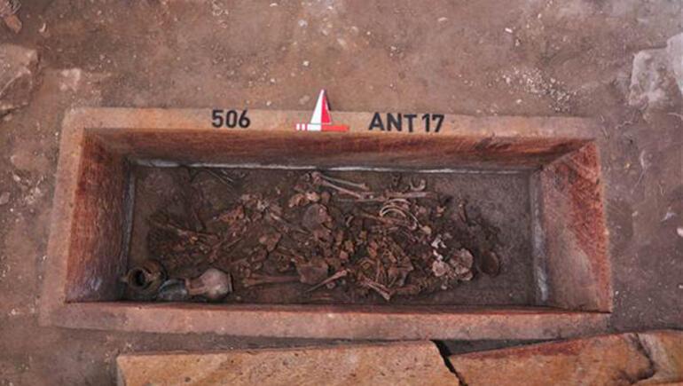 2 bin 500 yıllık mezar açıldı
