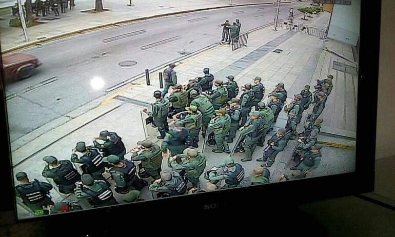 Büyük hesaplaşma Askerler savcılığı kuşattı