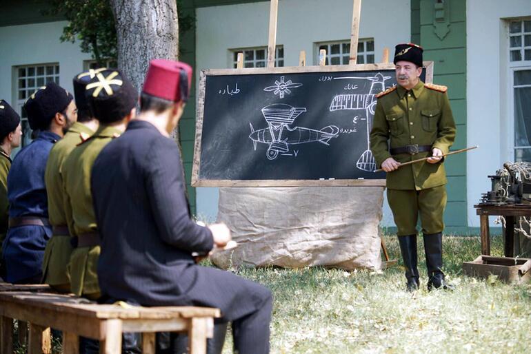 Başkan Recep Gürkan, Vecihi Hürkuş'un öğretmenini oynadı