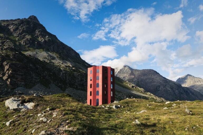 İsviçre Alpleri'ne dayanmış ilginç tiyatro