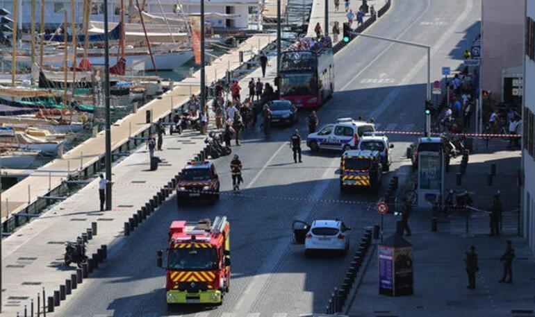 Son dakika: Marsilyada minibüs kalabalığın arasına daldı