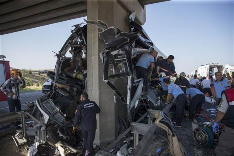 Ankarada otobüs köprüye çarptı: 6 ölü, çok sayıda yaralı