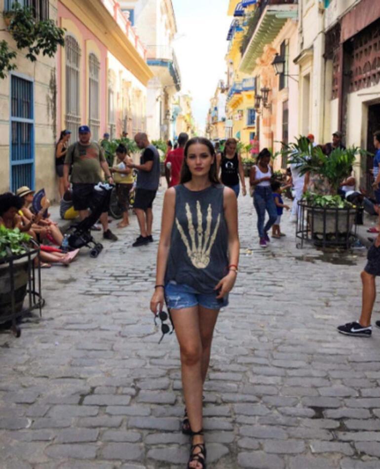Burak Özçivit ve Fahriye Evcen Kübada aşk tazeledi