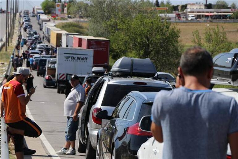 Avrupaya açılan kapılarda dönüş trafiği sürüyor