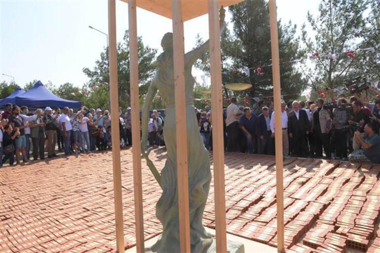CHP lideri Kılıçdaroğlunun tuğlaya yapışacak plakete soyadı yanlış yazıldı
