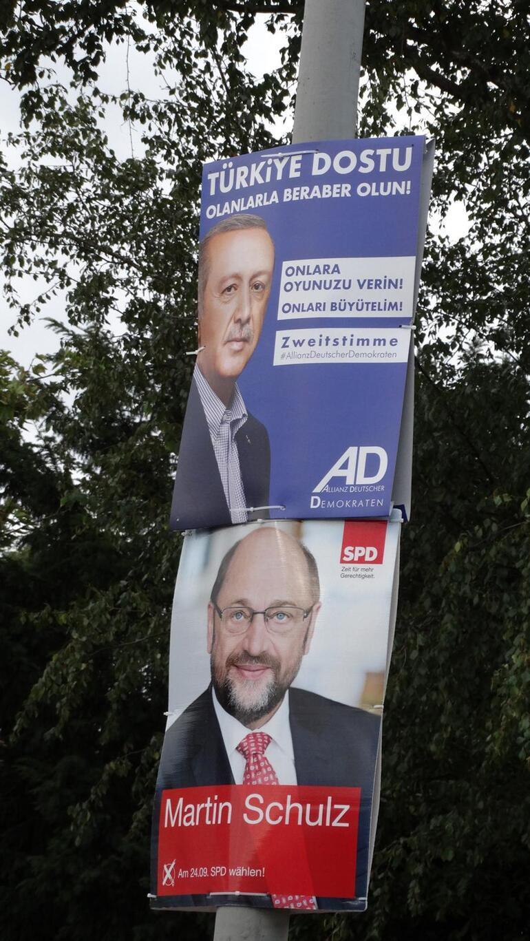 Cumhurbaşkanı Erdoğan Almanyadaki seçim afişlerinde