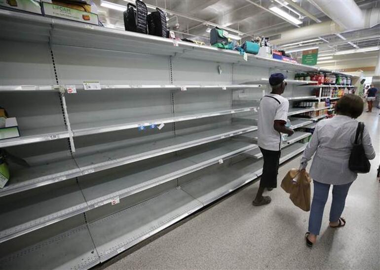 Florida, Karayipler'i vuran Irma kasırgasına hazırlanıyor... Raflar boşaldı, benzin istasyonlarında akaryakıt kalmadı