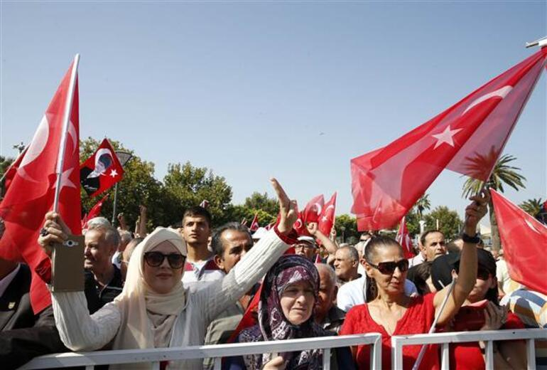 Son dakika: İzmirde hareketli saatler