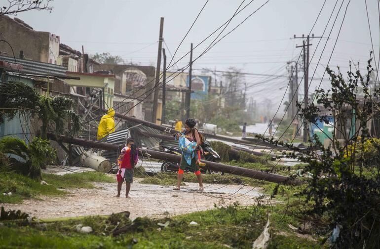 Dominika Başbakanı: Parayla satın alınabilecek her şeyi kaybettik