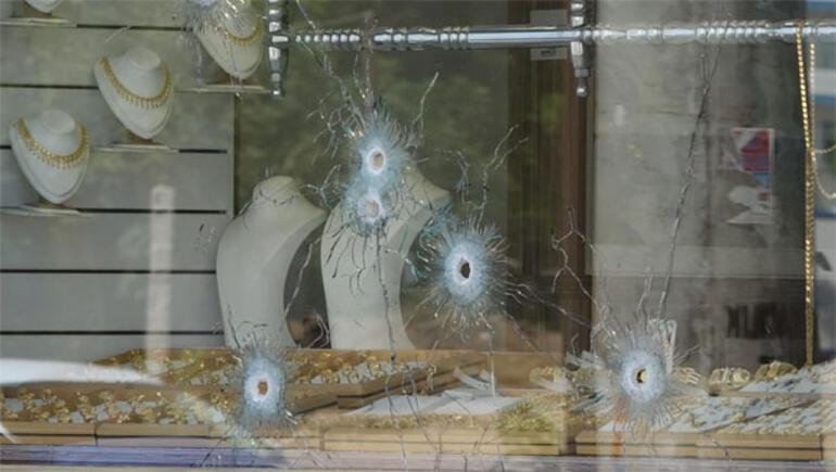 Kuyumcuda soygun dehşeti... Sürükleyerek kaçırdılar