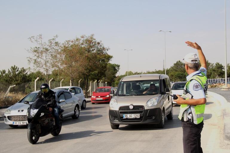 Okul yolu kilitlendi