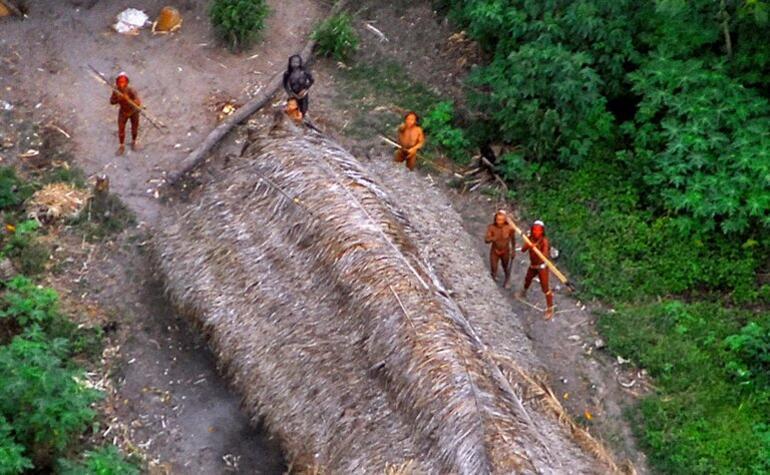 Javari Vadisinde dünyadan izole yaşayan kabileyi katlettiler