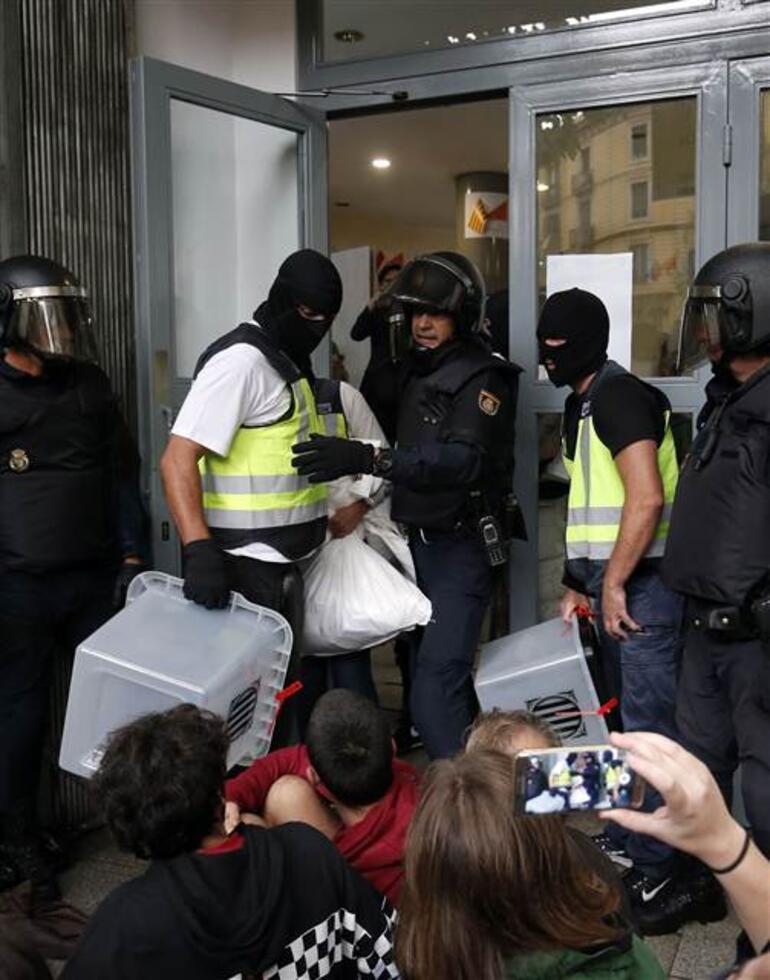 Son dakika... İspanyada referandum gerilimi... Sandıklara el konuluyor