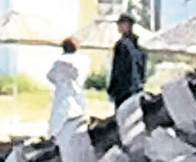 Murat Başoğlu ve boşandığı eşi Hande Bermek sahilde el ele dolaştı